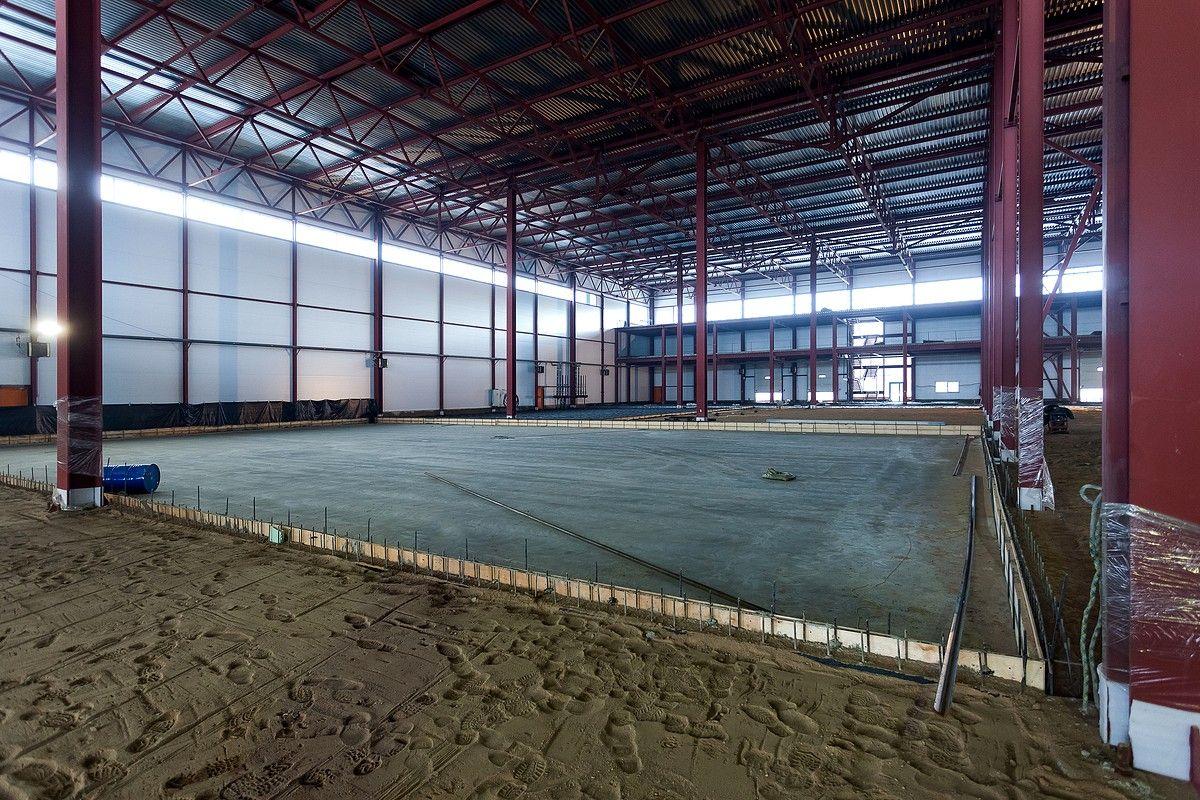 Строительства склада Заливка бетоном