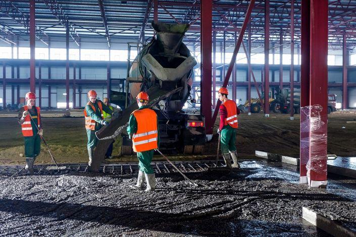 Заливка бетоном металлоконструкций при строительстве склада