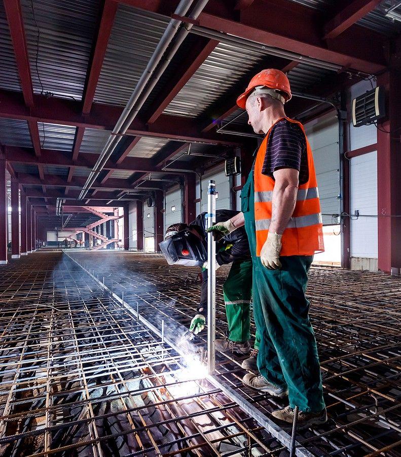 Сварка металлоконструкций при строительстве склада