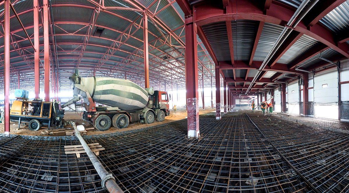 Строительство склада. металлоконструкции для заливки бетоном
