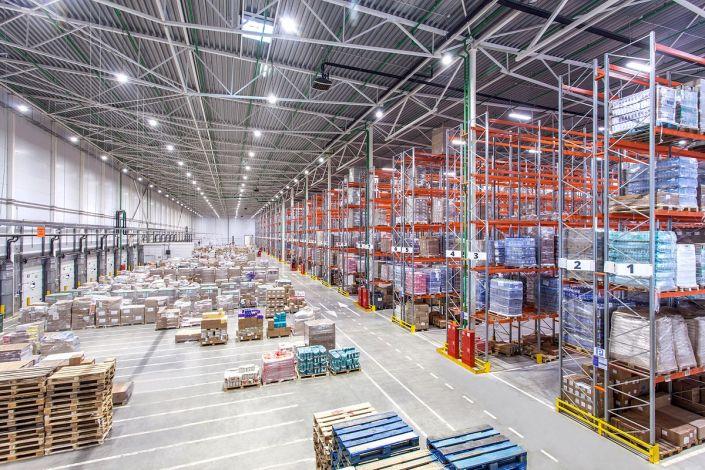 Промышленное фото складских помещений, распределительного центра