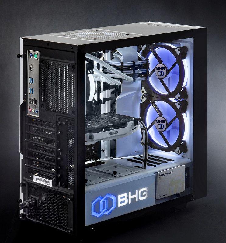светящиеся компоненты внутри компьютерного корпуса