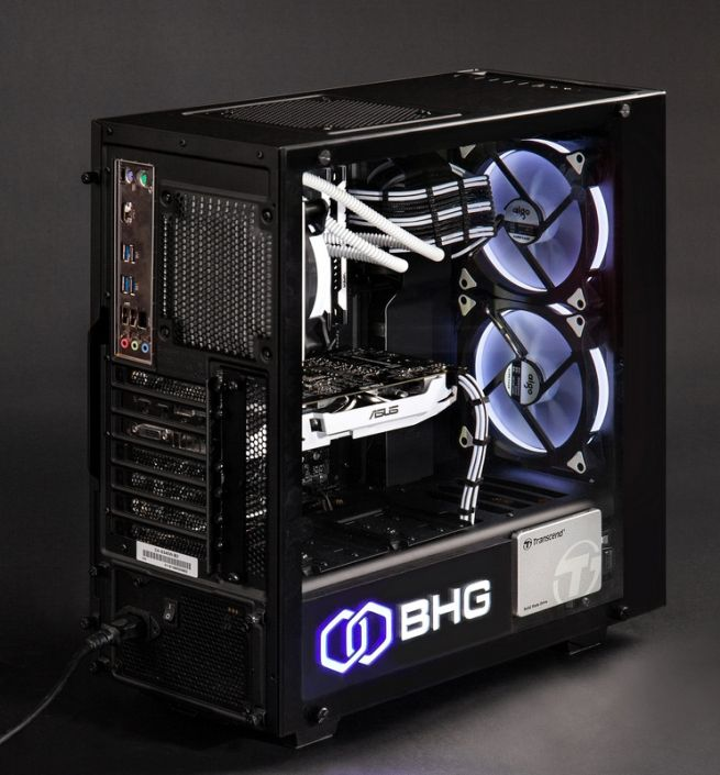 компьютер со светящимися вентиляторами