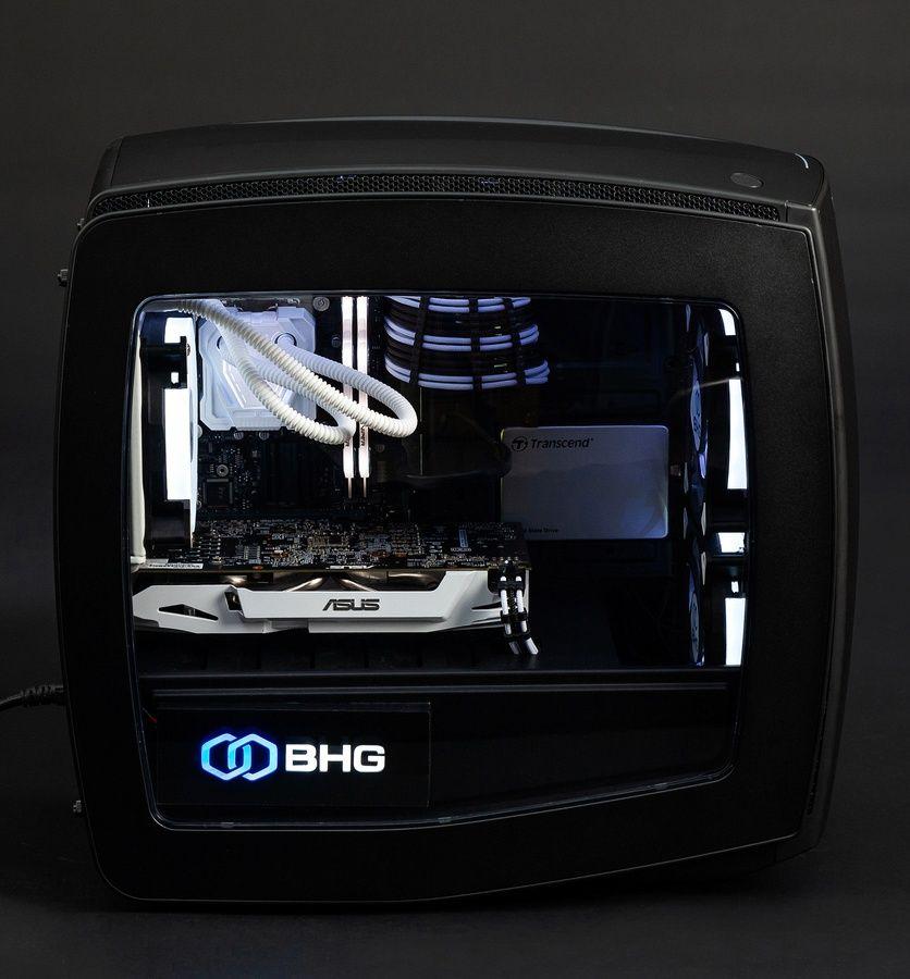 компьютер со светящимися внутриностями