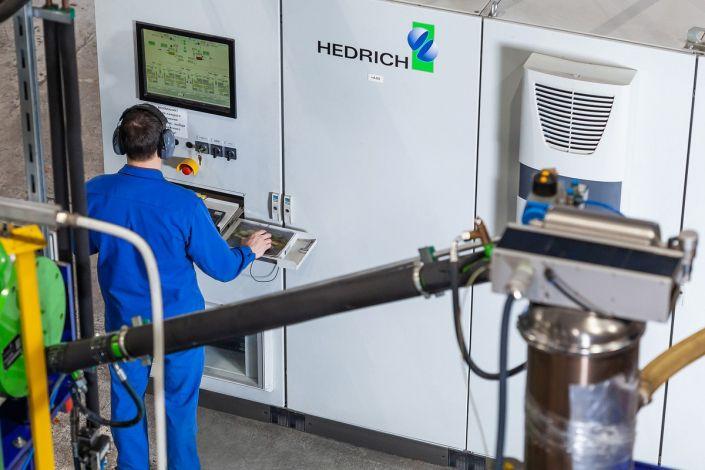Промышленный цех компаундного литья на производстве Элтехника