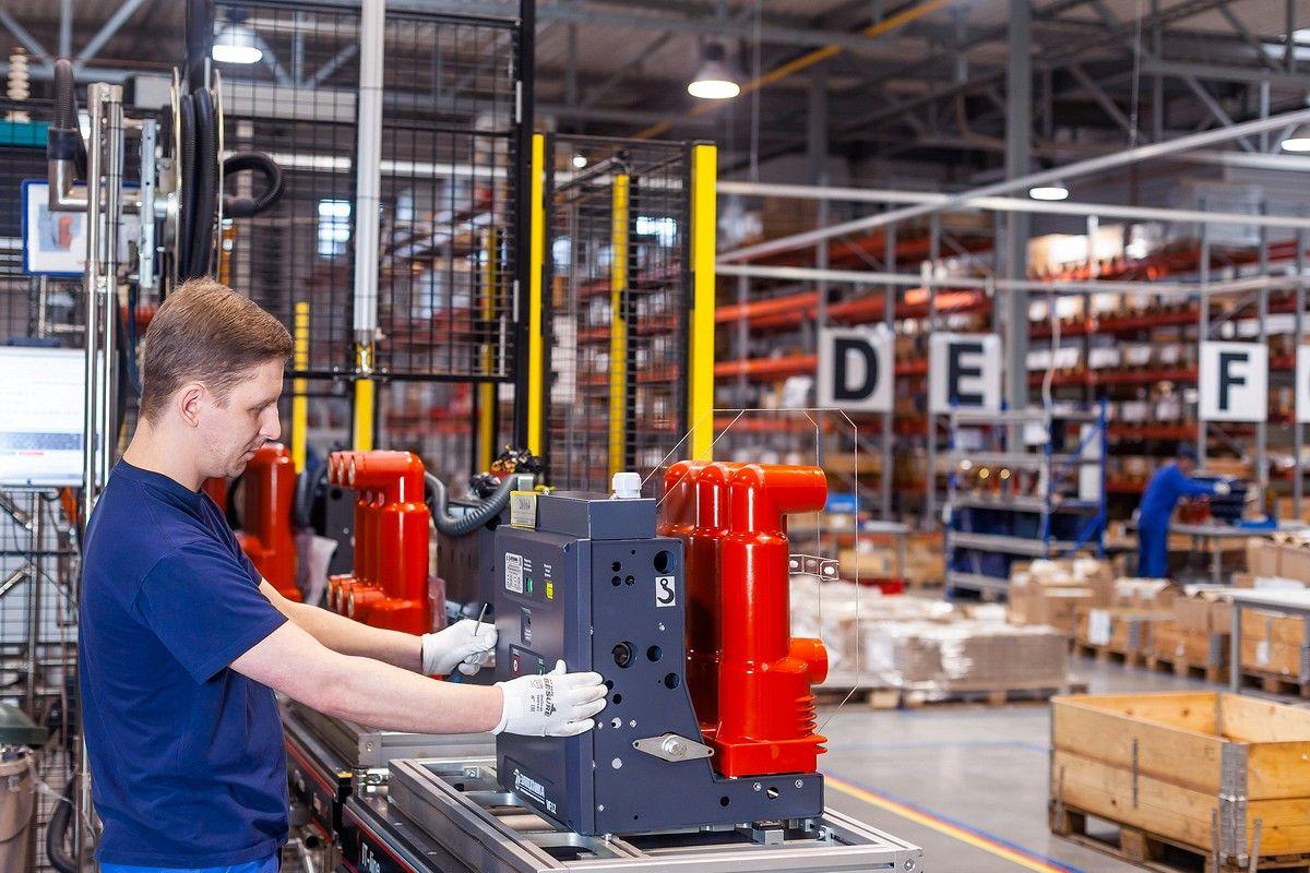 Сборка и производство вакуумного выключателя VF12